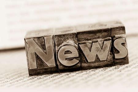 die Wort-Nachrichten mit Bleibuchstaben geschrieben. Symbolfoto f�r Newsletter, Zeitungen und Informations Lizenzfreie Bilder