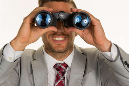 jonge ondernemers: a manager (young entrepreneurs) with binoculars looking for jobs or jobs Stockfoto