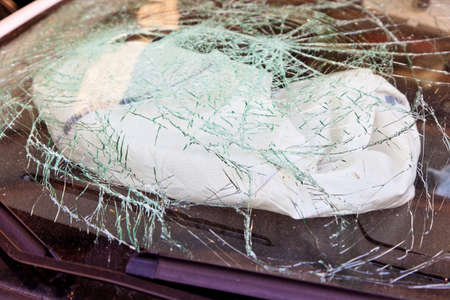fully comprehensive: a broken windshield and an airbag during an accident ausgl�ster car