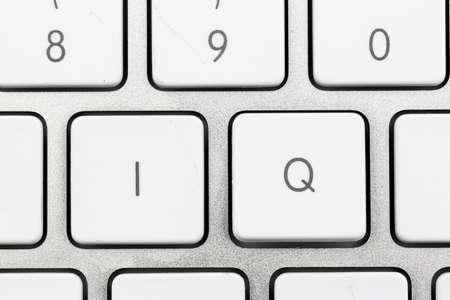 """psyche: las letras """"iq"""" como una foto símbolo de coeficiente intelectual. Foto de archivo"""