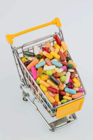 therapie: tablets with shopping cart. symbolic photo for the purchase of medicines on the internet Stock Photo