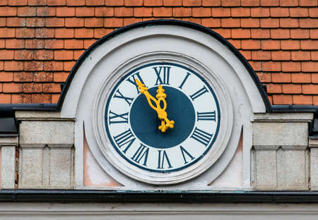 ultimatum: clock on the facade, symbol of an empty treasury in municipalities and communities. 5vor12 for municipal budget Stock Photo