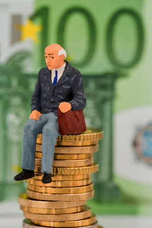 wealth: pensioners sitting on money stack, symbol photo for pension, retirement, pension Stock Photo