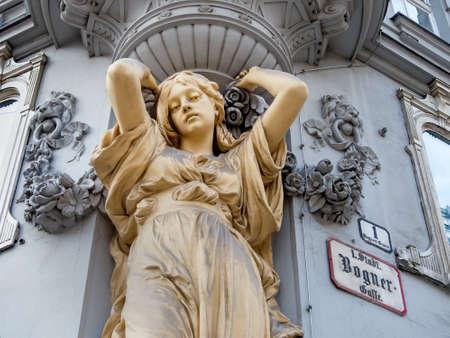 Skulptur in einem Stadthaus, Symbolfoto von Architektur, alte Gebäude, statische