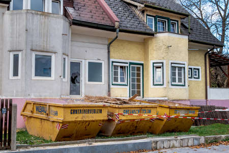 immobilien: older detached to be rehabilitated. modernization of living space