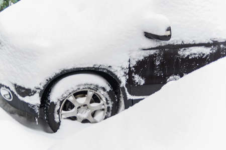 pkw: a lot of snow on a parked car in the winter.