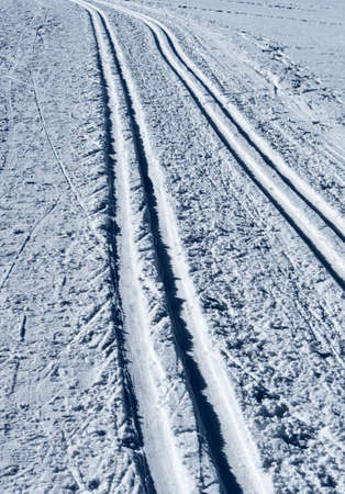 crosscountry: trail for cross-country skiing, symbol of winter sports, goals, direction