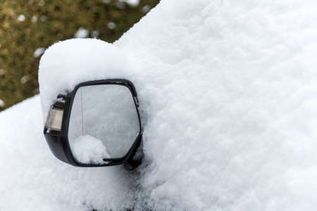 skidding: a lot of snow on a parked car in the winter.