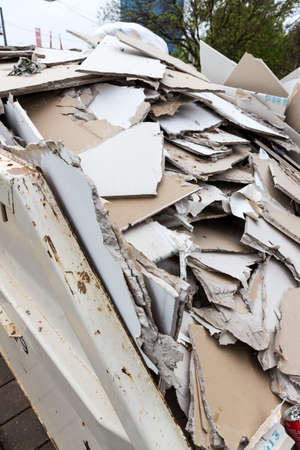 plasterboard: in a dumpster store panels made of plasterboard for their disposal