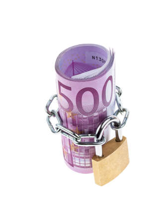 concluded: 500 euro bill concluded with a chain