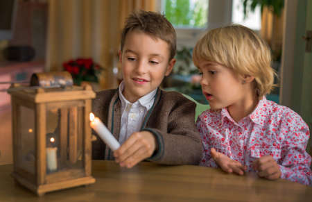 peoplesoft: two children with a lantern and a candle. symbol photo for advent and christmas