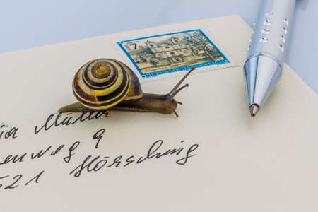 deliverable: a snail on a letter. photo icon for slow breifzustellung. smail