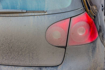 tail light: spotted tail light on cars, icon dirt, risk of accidents, congestion, poor care