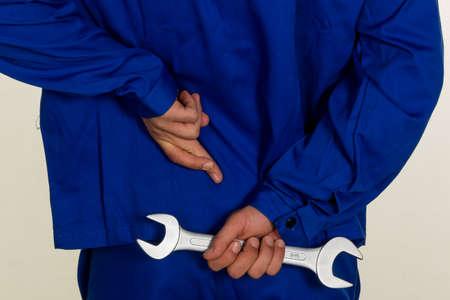 poronienie: rzemieślnikiem skrzyżowane palce za plecami. fałszu i nieprawdy w reklamie.