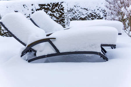occupancy: snowy garden furniture, symbolfoto for restaurants and hotels during the winter, low occupancy