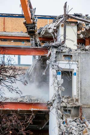 derrumbe: serán demolidos uno edificios de oficinas de más edad. demolición en lugar de renovación