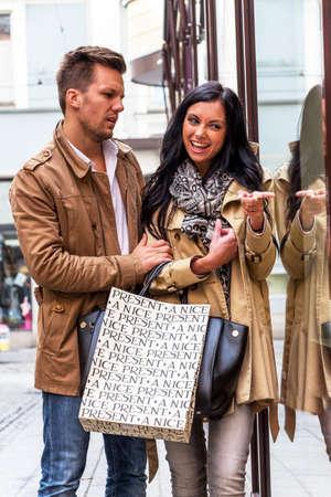 convince: young couple einkausbummel. shopping in the city enjoy Stock Photo