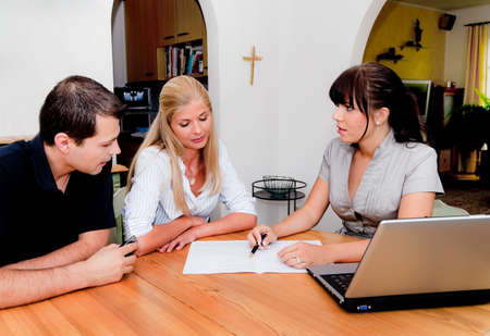 immobilien: consulting and contract signature in an apartment Stock Photo