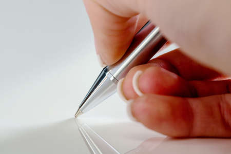 notieren: a hand with a fountain pen in untrerschrift under a contract or testament.