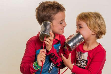 hark: children with a dosentelefon