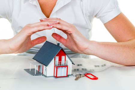 homeowners insurance: house is protected