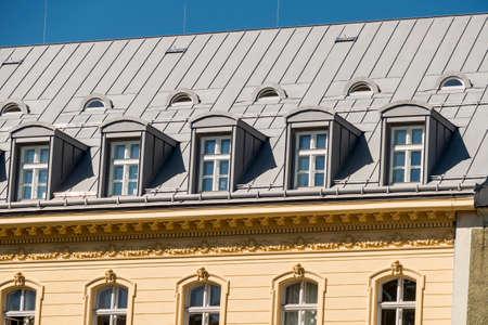 oud gebouw met een loft Stockfoto