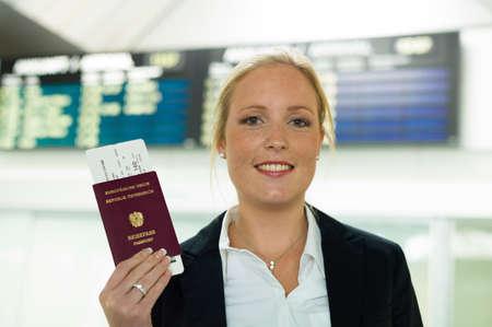 Mujer con pasaporte