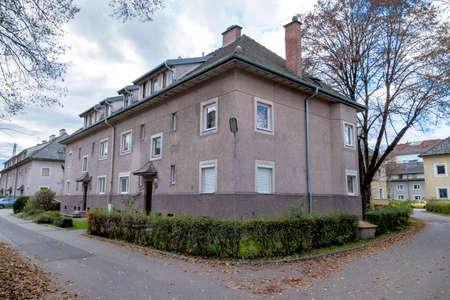 appartementsgebouwen aan de rand Stockfoto