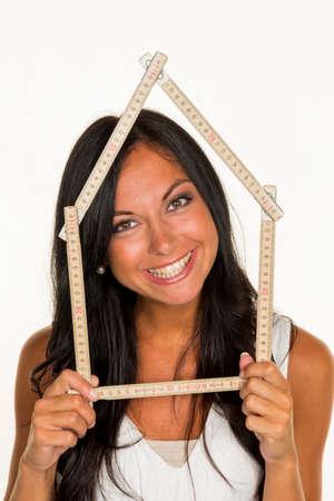 Jonge vrouw wil een huis bouwen