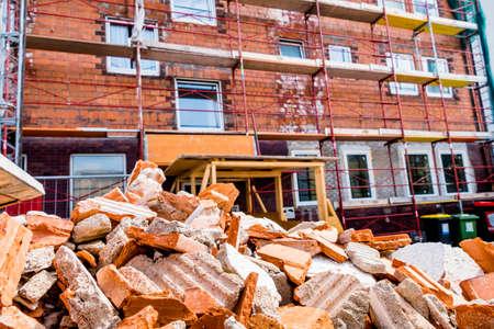 het bouwen van puin op de bouwplaats