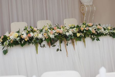 formal dinner party: Wedding table decoration with the pink flowers arrangement
