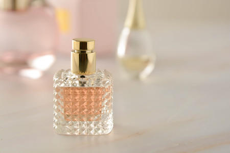 Beauty products. Perfume or parfume bottle on marble background. Copy space Фото со стока