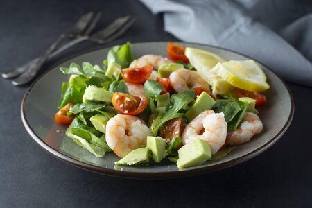 Salad with avocado, shrimps and cherry tomatoes. Healthy fresh salad. Фото со стока