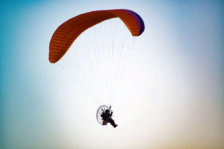 paraplane in sky above - Vintage retro effect filtered hipster style travel image of freedom flight concept Imagens