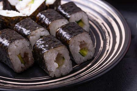 asian rice tuna rolls 스톡 콘텐츠
