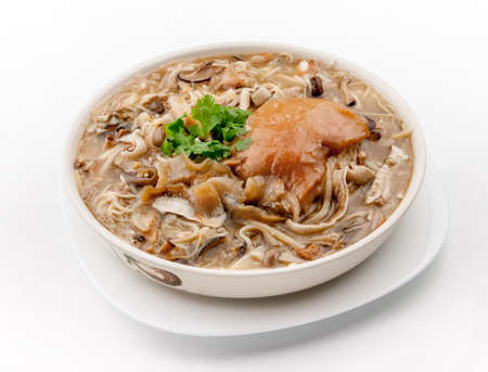 Name of Chinese Cuisine: Pork Knuckle in Fish Bone Soup