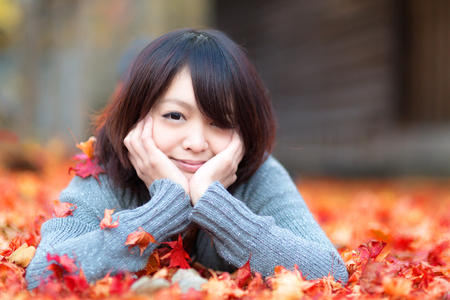 秋の女の子 写真素材