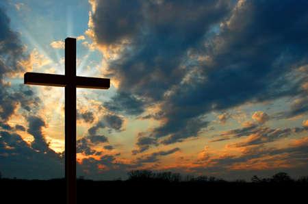 Kruis en zonsondergang Stockfoto