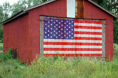 verenigde staten vlag: Verenigde Staten vlag geschilderd op schuur deur