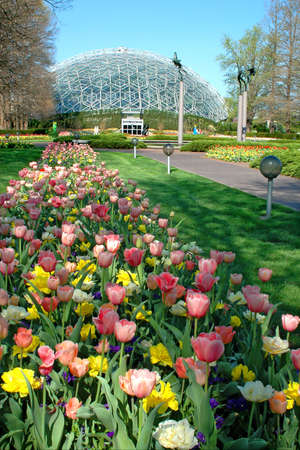 interlink: Saint Louis Botanical Garden with view of geodesic dome.