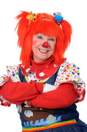 nez de clown: Clown avec les bras crois�s isol� sur un fond blanc