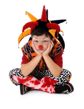 Portret van jonge clown die droefheid uitdrukt Stockfoto