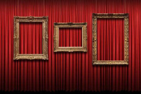 cortinas rojas: Cortina roja con marcos de oro vintage