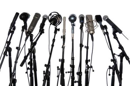 Microphones alignés ensemble isolé sur un fond blanc Banque d'images - 7804263