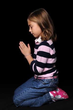 어린 소녀와 함께 손으로기도의 초상화 스톡 콘텐츠 - 7887418