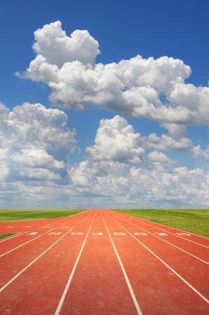 atletismo: Pista de atletismo Ol�mpico en un d�a soleado Foto de archivo
