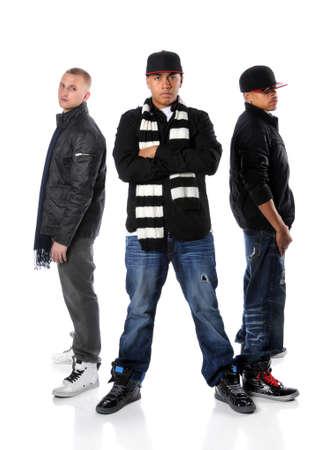 raperos: Tres hombres de hip-hop posando aislados sobre un fondo blanco