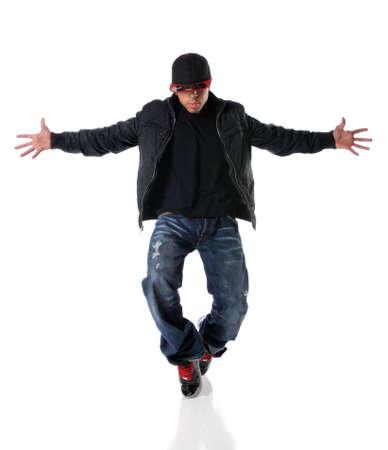 estilo urbano: Hombre afroamericano, realizaci�n de baile de estilo hip-hop