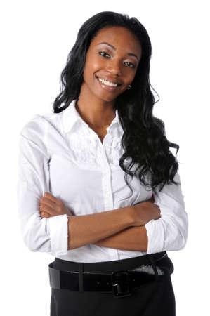 Portret van jonge Afro-Amerikaanse zakenvrouw met gekruiste armen Stockfoto