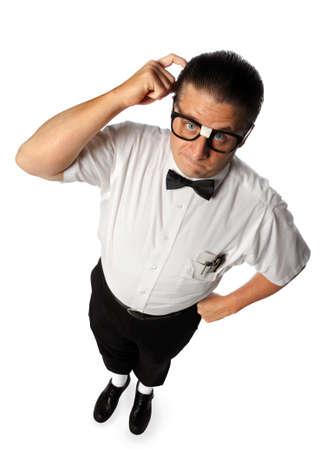 perplesso: Ragazzo nerd graffiare la testa isolato su sfondo bianco Archivio Fotografico